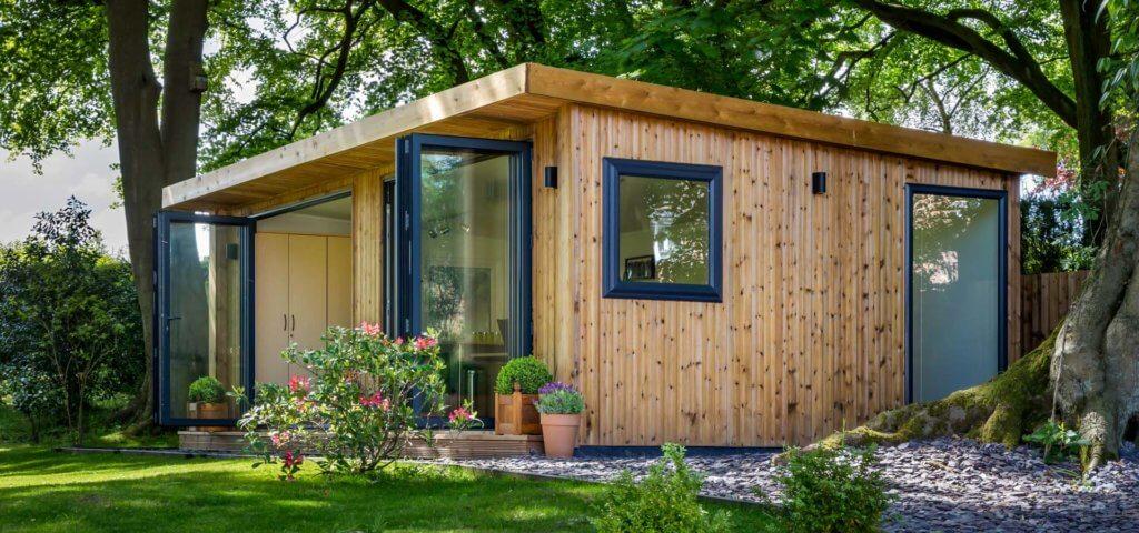 Contemporary garden room office space